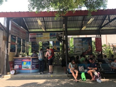 Bus stop to go from Krabi to Surat Thani